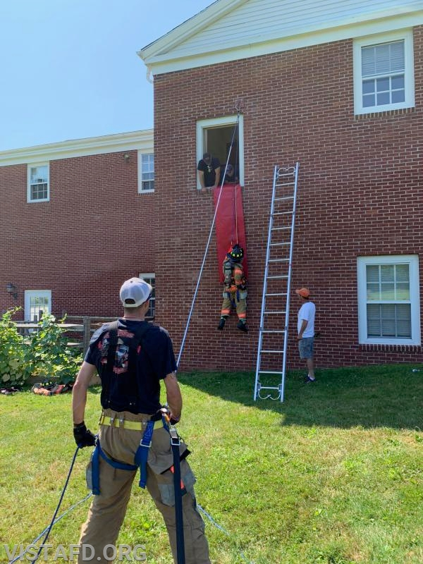 Vista Firefighters conducting Bailout Training practicals